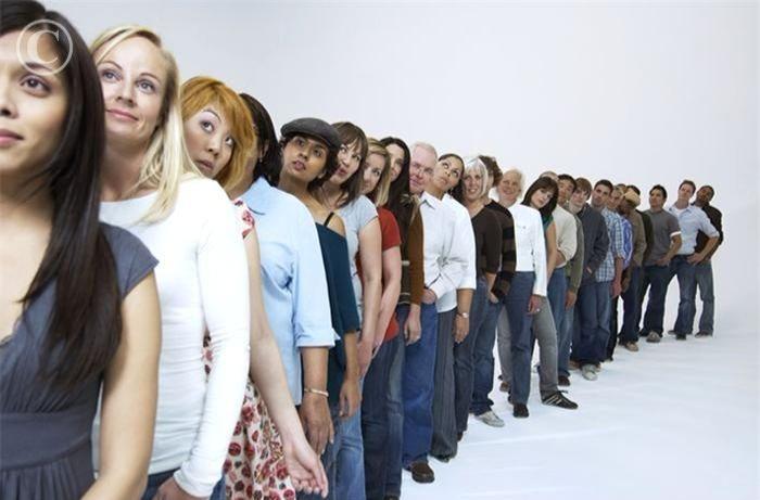 People_waiting_in_line_FAN2034625 (1)